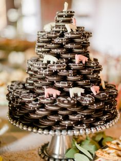b639c7b1037396a551ea6e5be99d054f--oreo-wedding-cake-alternative-wedding-cakes.jpg