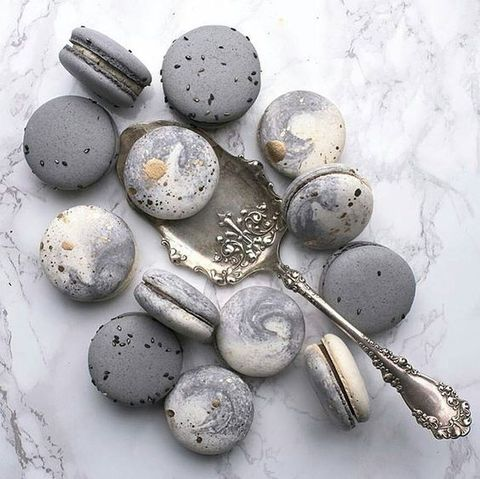 grey-marbled-macarons.jpg