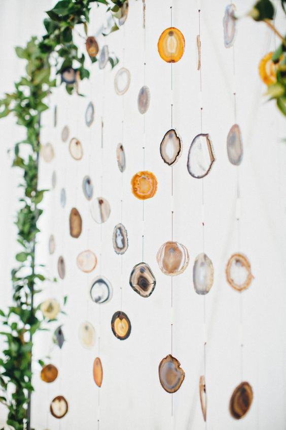 12-agate-slice-ceremony-backdrop-looks-awesome-infront-of-white-walls.jpg