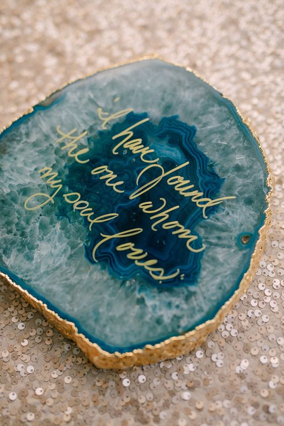 13-agate-wedding-decor-with-gold-calligraphy-will-show-up-your-favorite-quotes-and-thoughts.jpg