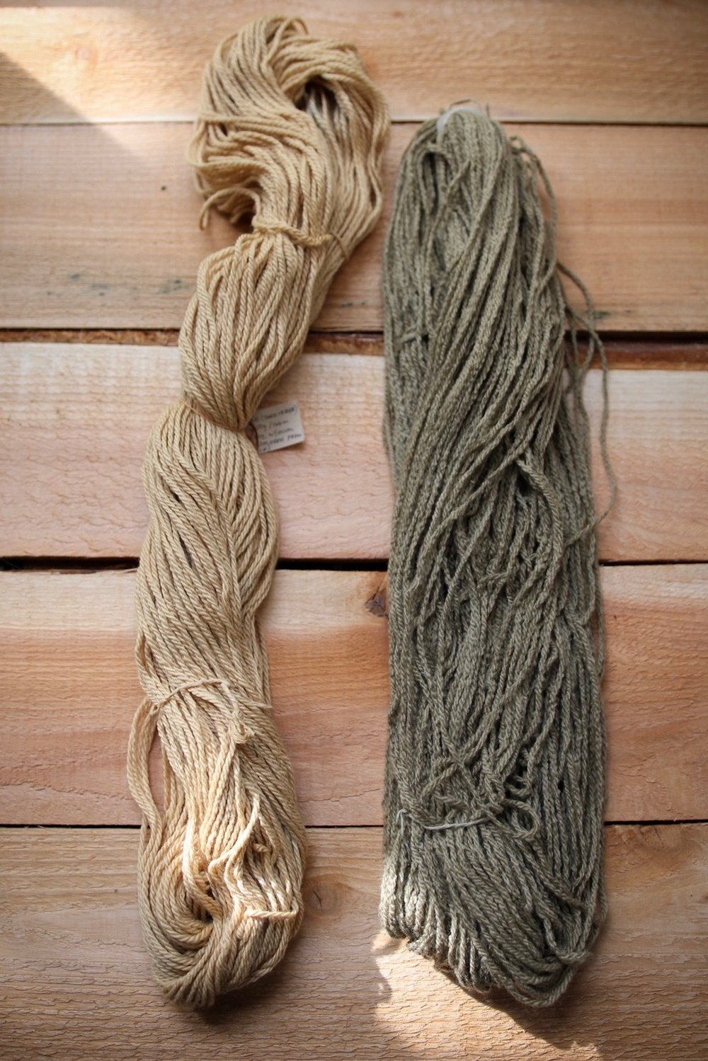 left: pomegranate on eco merino, right: iron-modified pomegranate on eco merino