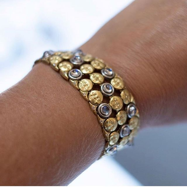 Our Moon Mesh Bracelet feels just as good as it looks. Repost from @parlagrecocreative 🌝💎 . . . #luxurywithaface #bracelet #armcandy #moonstone #18k #moonface
