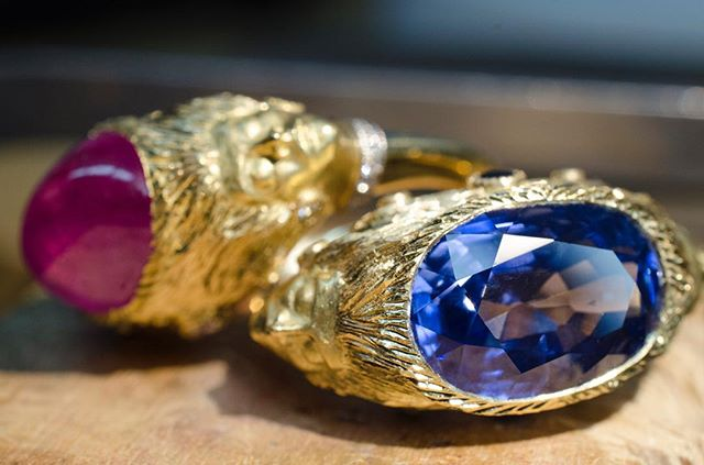 2 spectacular sapphires, 4 mysterious muses. . . . . #muse #showmeyourrings #sapphirering #sapphire #gold #ringsofinstagram #jewelry #jewelrydesigner #jewel
