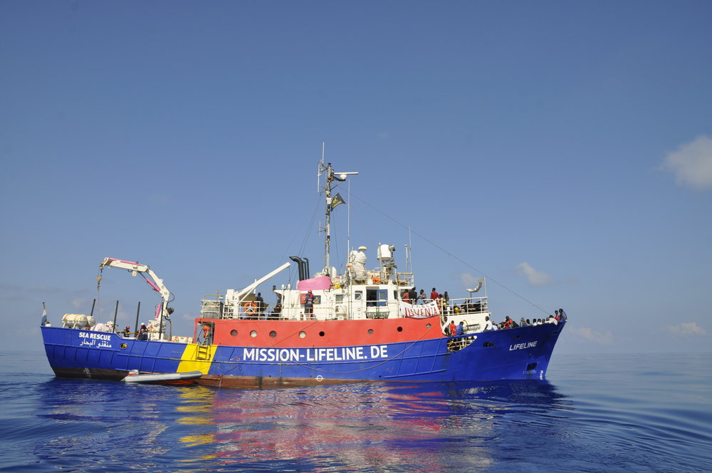 Mission-Lifeline_Autoren-helfen_Fotografin-Hermine-Poschmann_001.JPG
