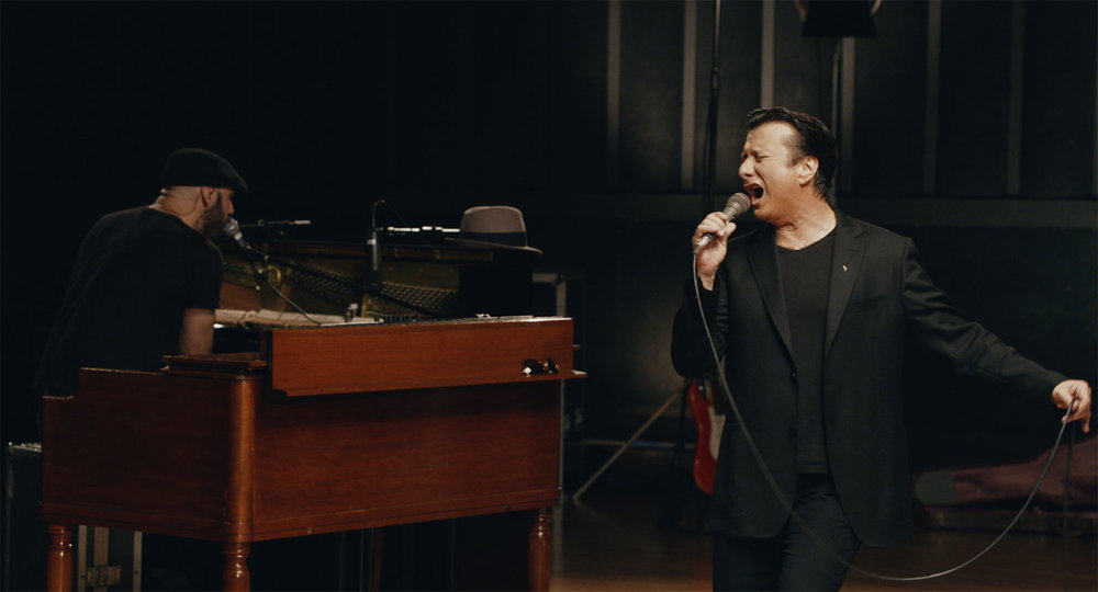 Steve Perry in his new video