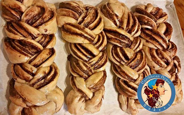 Buenos dias!  Pan trenzado con Nutella. Estas sabrosuras ya están listas para complacer a los empleados de la AMA. Nos vemos allá en un ratito. !Que tengan todos un excelente lunes de agradecimiento! #lunesdeagradecimiento #gratittudemonday #nutella #puertoricoeats #puertorico #apoyalolocalpr #yummy #damepan #caribbeangypsybakers #caribbean