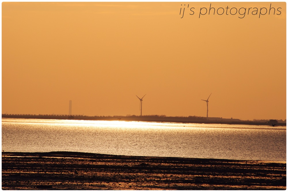 sheppey wind farm at sunset from whitstable (2013)