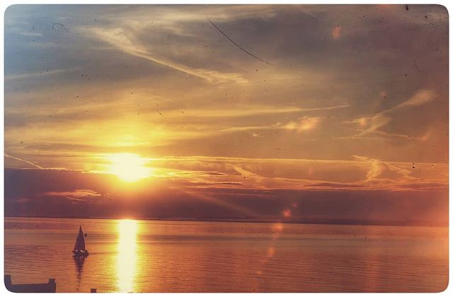 Not long before more of these glorious Whitstable sunsets. #igerskent #landscapephotography #landscapelovers #landscape #nature #naturephotography #naturelovers #picoftheday #photooftheday #prettykentcoast #visitkent #coast #kent #landscapephotography #kentcollective #natureworld #lovekent #whitstable #colours #filter #sailing #boat #sunset #sunsetchasers