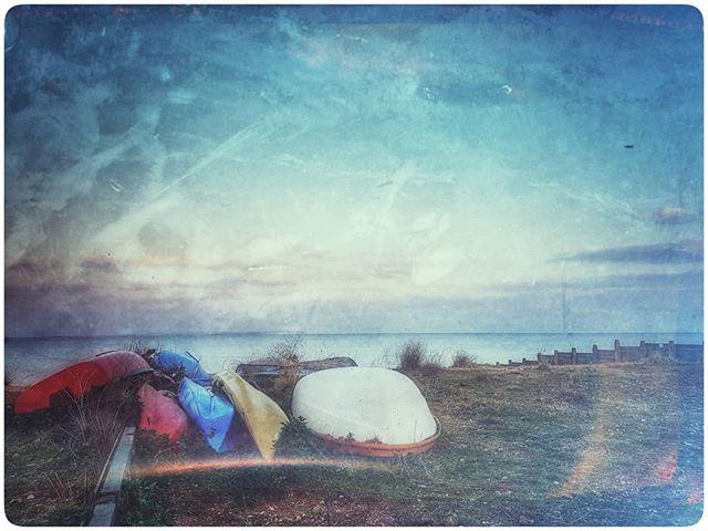 Kayaks #igerskent #landscapephotography #landscapelovers #landscape #nature #naturephotography #naturelovers #picoftheday #photooftheday #prettykentcoast #visitkent #coast #kent #landscapephotography #kentcollective #natureworld #lovekent #whitstable #colours #filter #beach #kayaking #kayak #boat