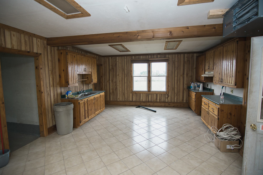 There's a kitchen! It has paneling!