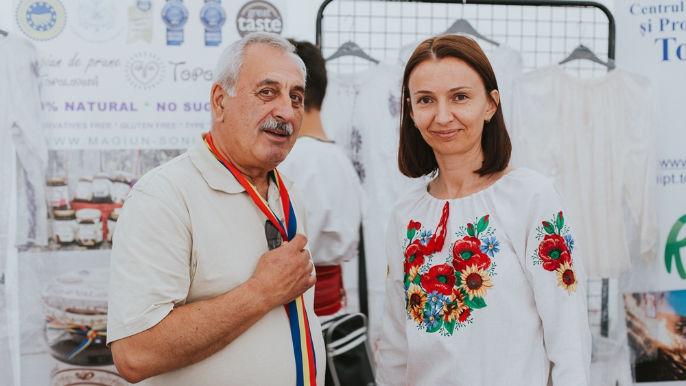Gheorghiță Boțârcă, mayor of Topoloveni city and Diana Stanciulov, Marketing Director at Magiun de Topoloveni