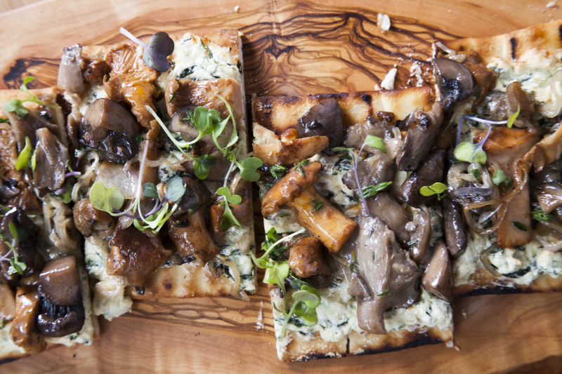 gs_mushroomflatbread_15.jpg