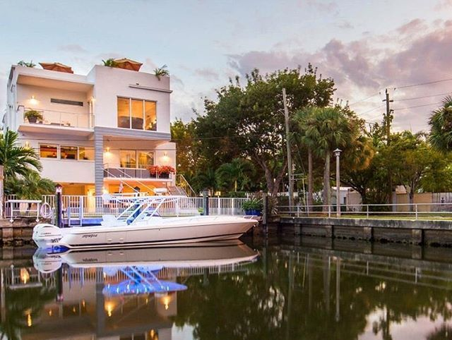 Retreat to this #CoconutGrove modern waterfront built in 2014 that includes private water access. The home features a 50' seawall with dock and ocean access. It I s 5,338 SF with 4 bedrooms 4 bathrooms and 1 half-bath. It also includes an outdoor entertainment area with summer kitchen and pool, a rooftop terrace with water views and a luxurious master suite with water views and a private terrace. Its modern, open design allows for light to flow through and water views throughout. #MiamiRealEstate • • • For more information buying, renting or selling real-estate in Miami head to DemetriDemascusMiami.com Call/ Text: 203-252-7201