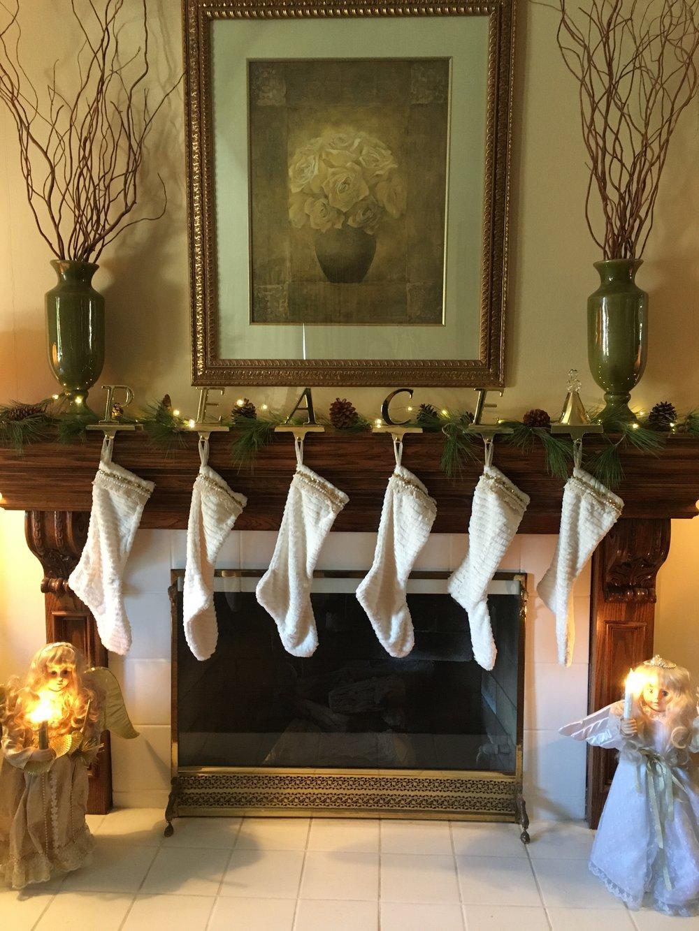 A Simple Christmas Mantle - TammyBlomsterberg.com.JPG