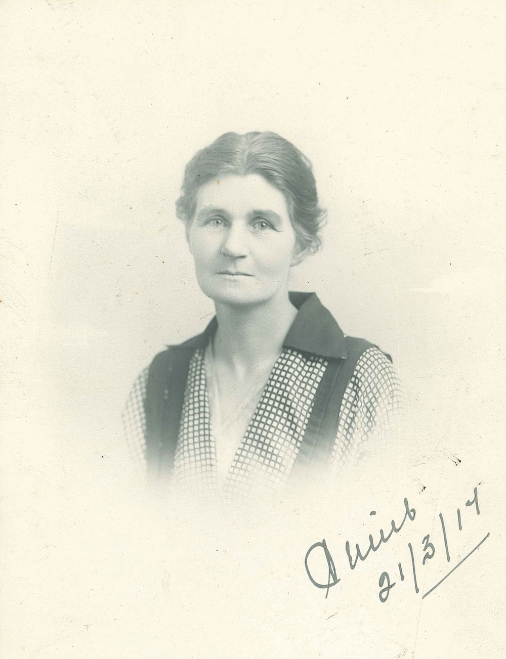 Annie Montgomerie  Courtesy of Susanna Montgomerie Norris and Otago University Press