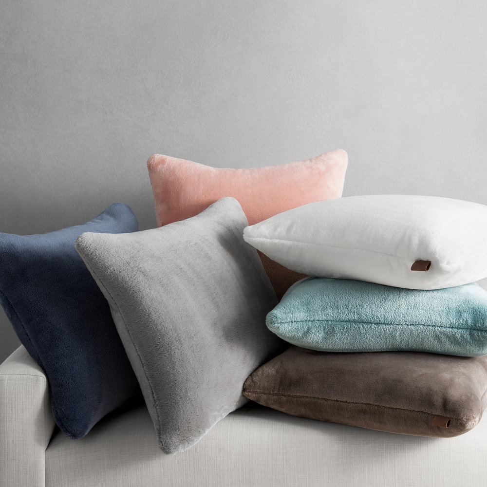 UGG_2018_DeptStore_Whitecap_Pillows_Lif.jpg