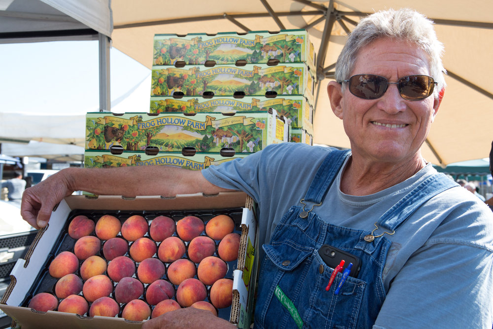 Farmer Al and his peaches at the Ferry Building Farmers Market