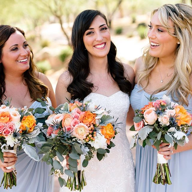 Those colors! Those bouquets 💐!!!