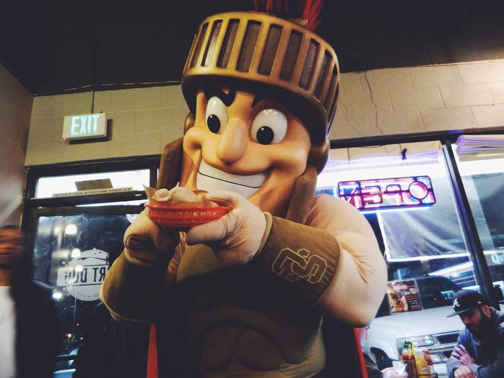 usc's the trojan traveler tasting hot dog's in LA