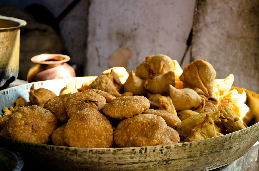 Street food in Rajasthan: delicious pakoras and kachoris