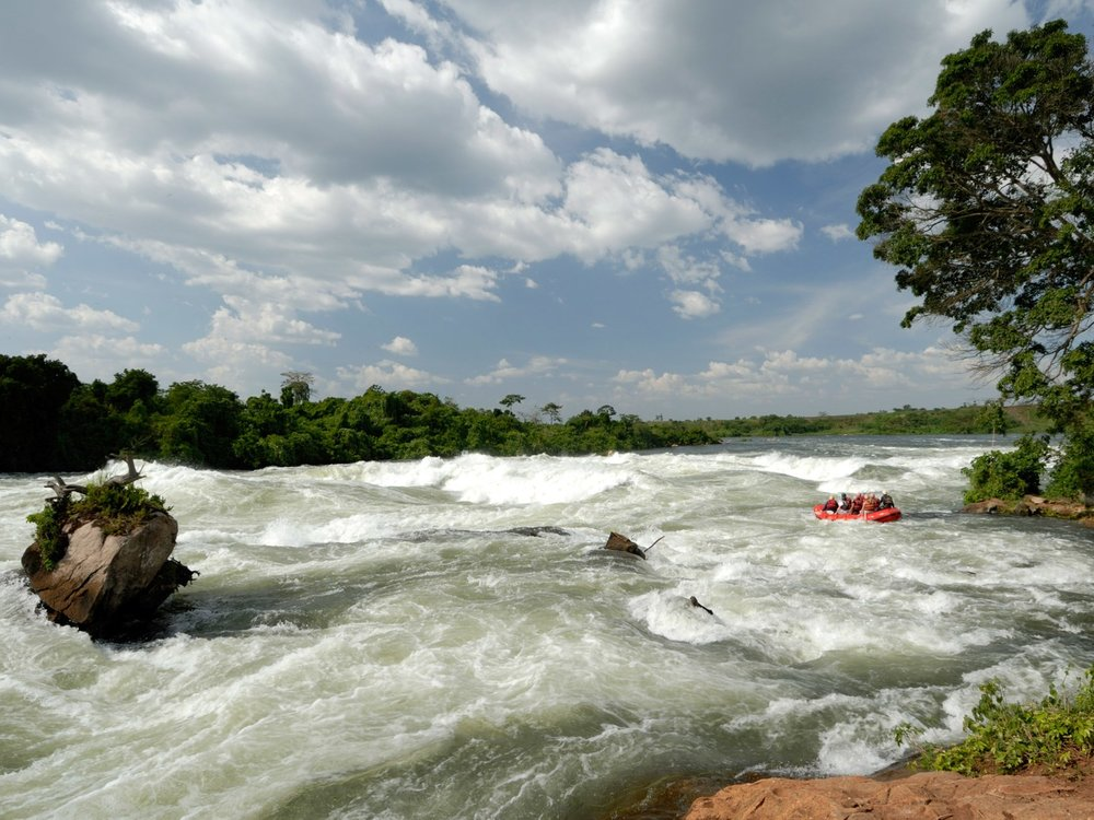 Go white river rafting down the rapids of the Ugandan Nile. Image by Itanda.