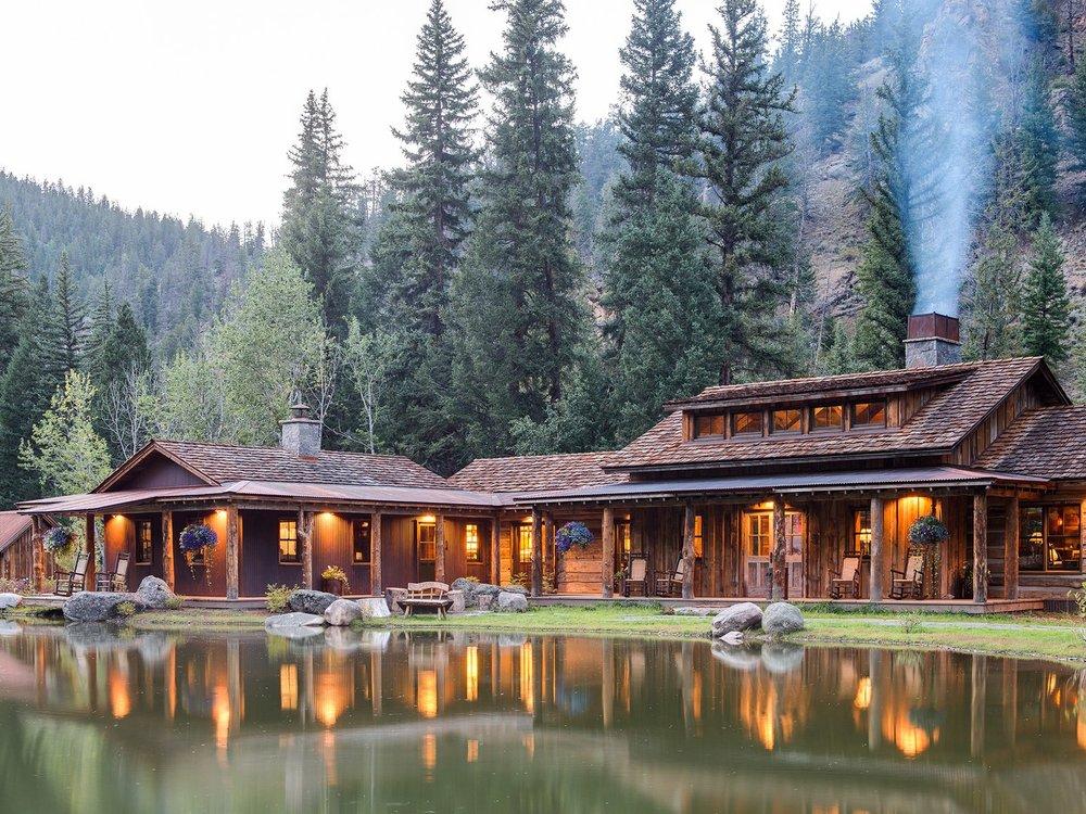 Exterior-TaylorRiverLodge-Colorado-CRHotel.jpg