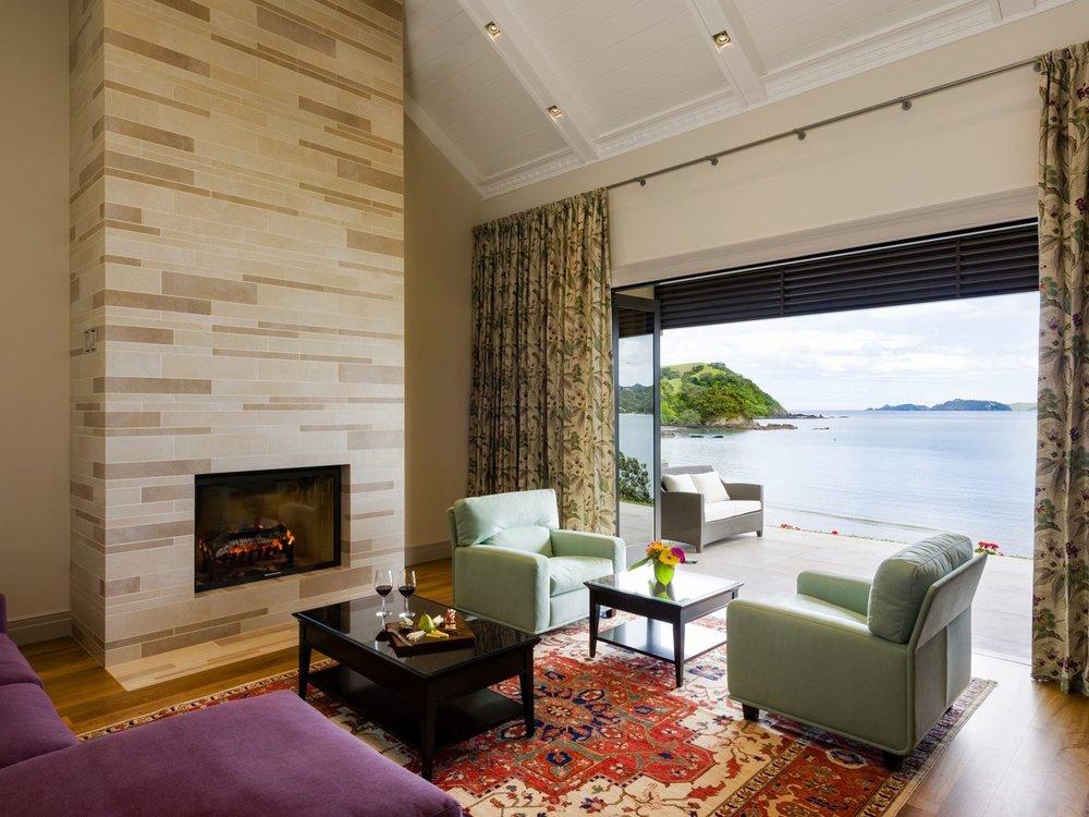 Livingroom-HelenaBayLodge-NewZealand-CRHotel.jpg