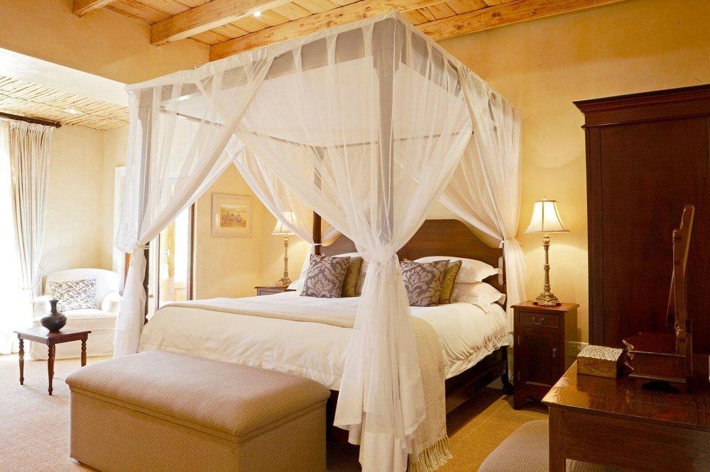 MOUNT CAMDEBOO - COURTYARD - Bedroom.jpg