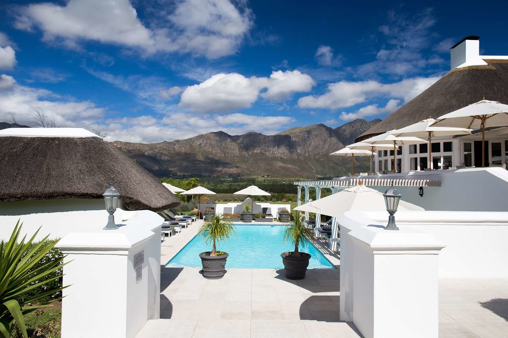 Mont Rochelle - Outdoor pool and mountains.jpg