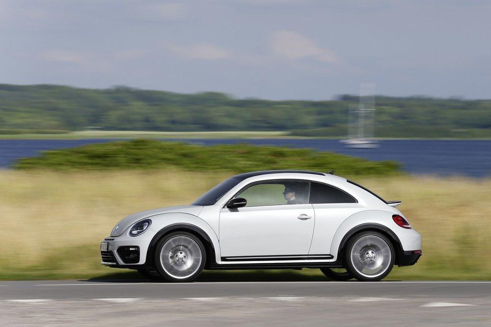 volkswagen-beetle_driving-003_1800x1800-479414.jpg