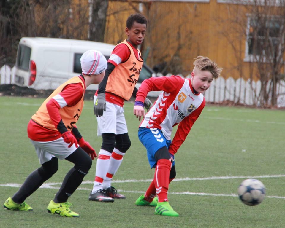 Bildet fra en tidligere kamp, men spilte idag og. Viste Frank Lampard takter på Årvoll kunstgress.