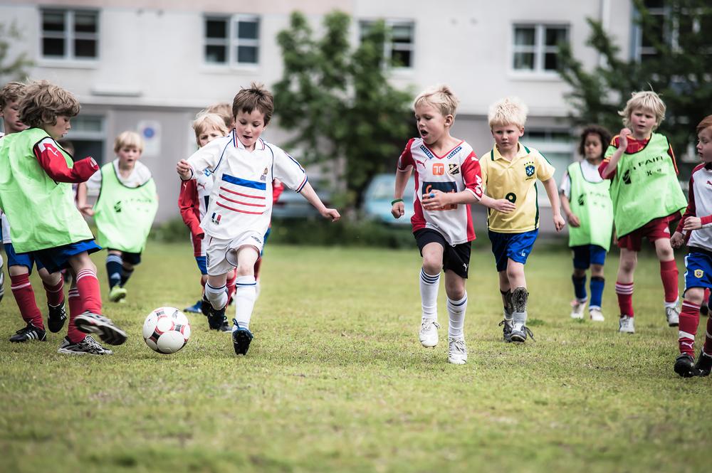 Ulrik (i hvitt), ny keeper fra Korsvoll som har vokst litt i beina siden Lynusklubbens arrangement i 2009