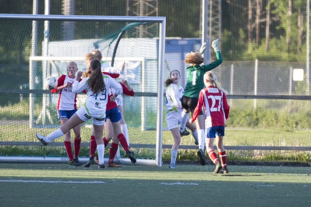 Tidvis farlig foran vårt mål  Foto: Gunhild Lien
