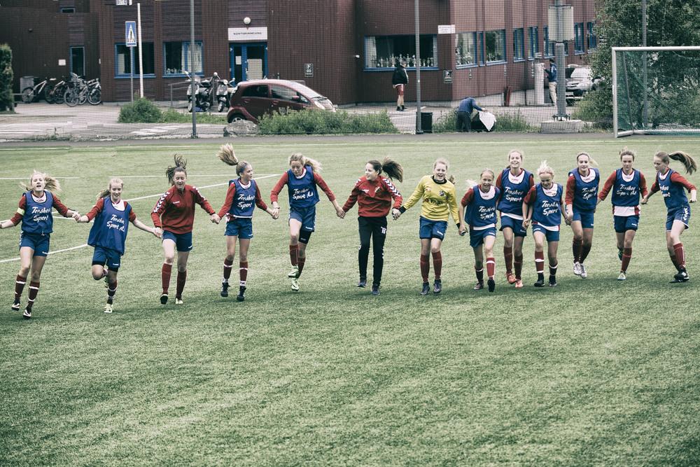 Bølgen og takk for kampen til bortesupporterne Foto: Gunhild Lien