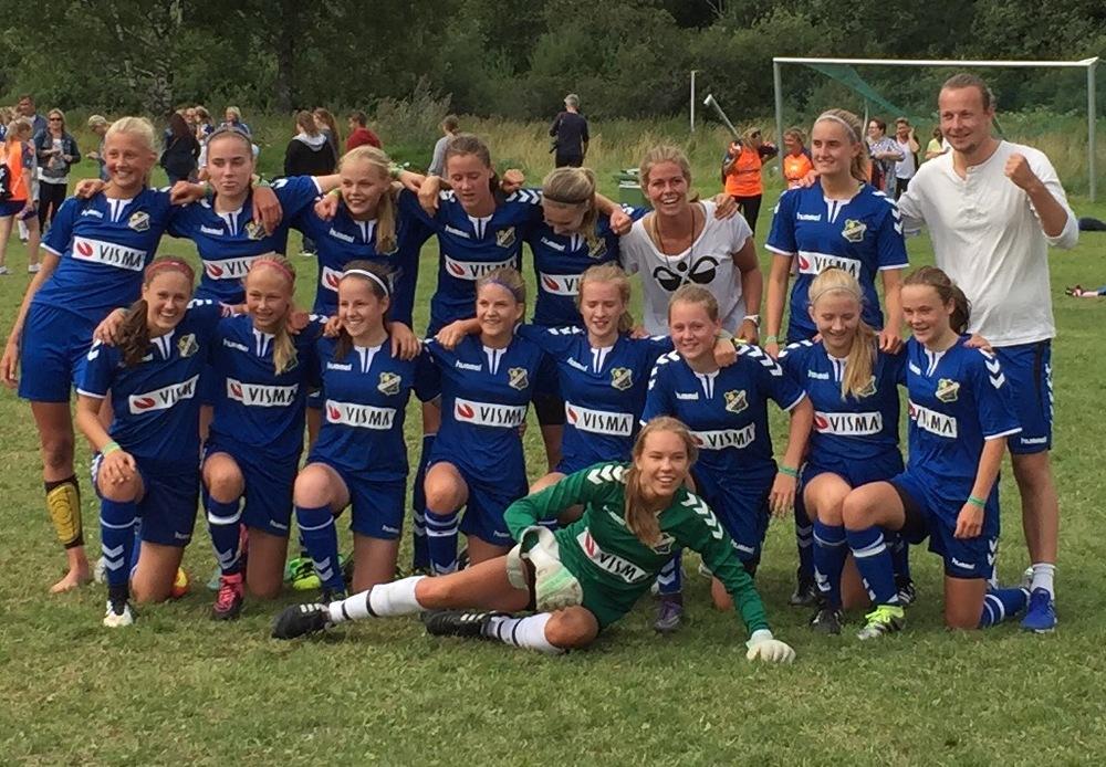 Bortelykkedraktene slo til og alle straffene satt i mål da LYN J15.1 avanserte til 8-dels i Norway Cup etter 1-1 og streffekonk mot Ekko Aureosen/Gossen IL