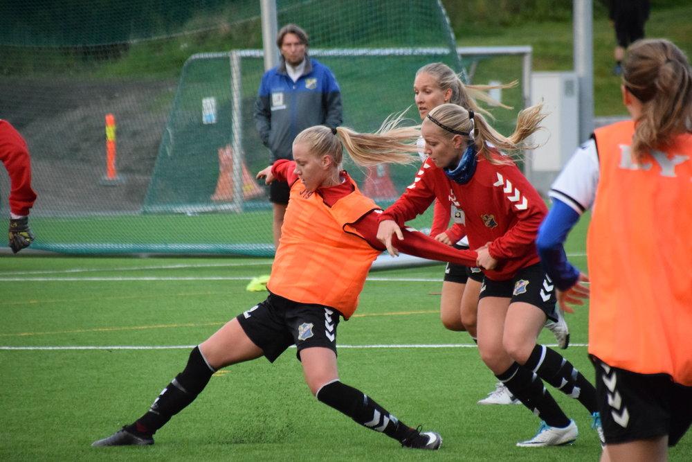 Bildet over: Camilla og Linn Huseby på torsdagens trening