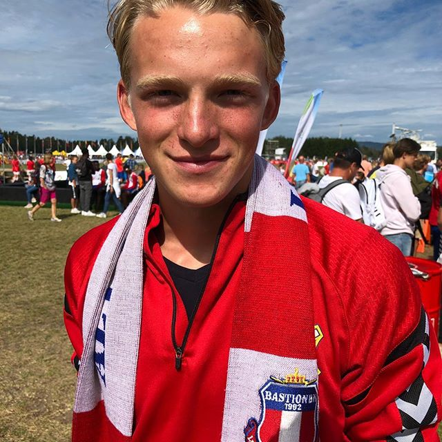 Mikkel har spilt mange kamper for A-laget denne sesongen, og også en hel del landskamper for Norge U16. Der har han også vært kaptein i en av kampene. Likevel har Mikkel fått med seg flere kamper med G02.1 i år, her fra årets Norway Cup på Ekebergsletta.