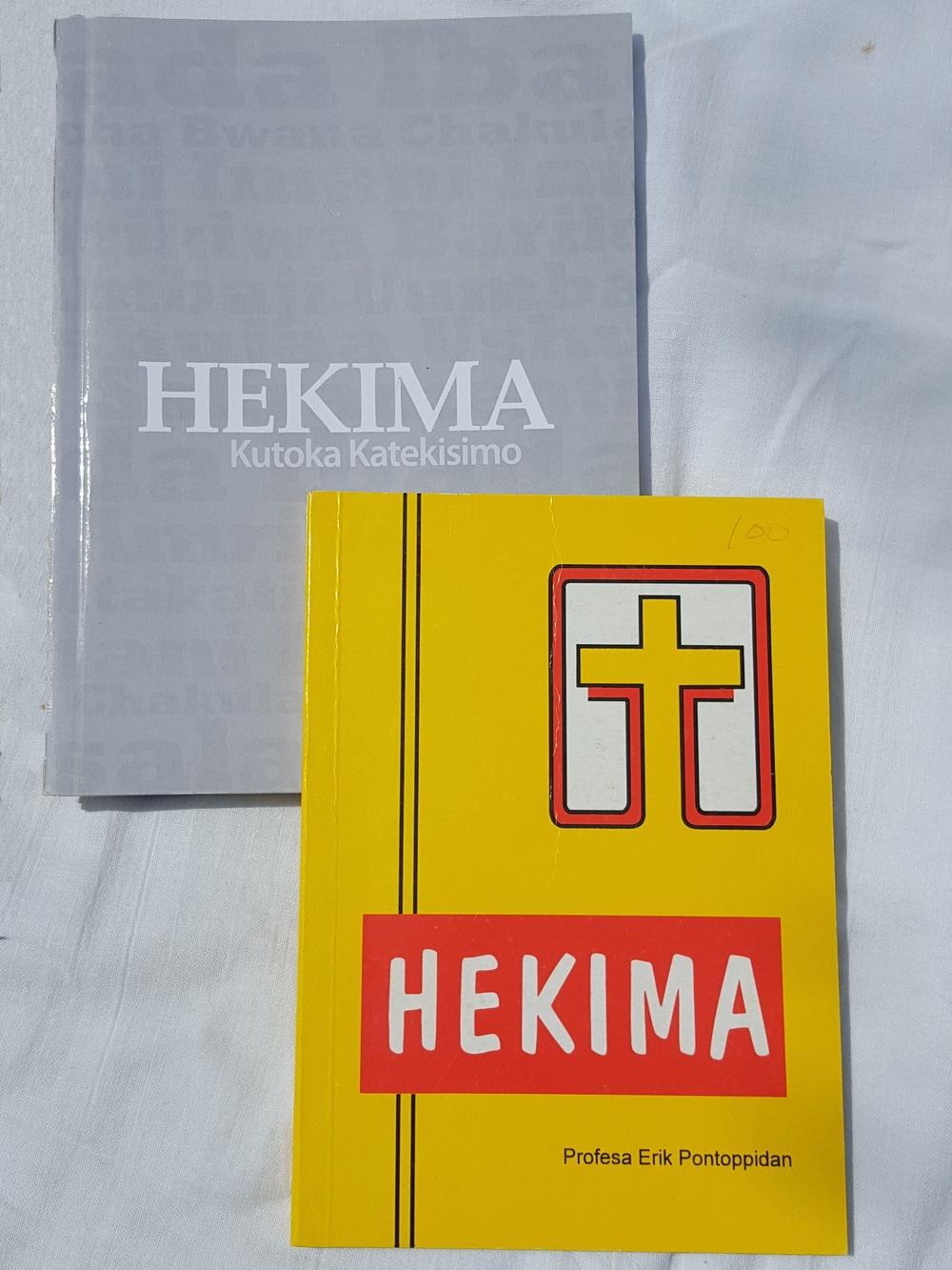 Hekima toleo la tatu kulia na toleo la nne kushoto