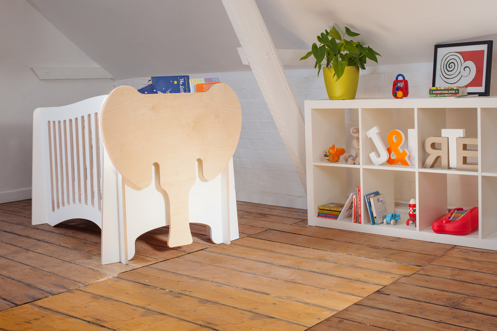 Jumbo - The cot / with bookshelf