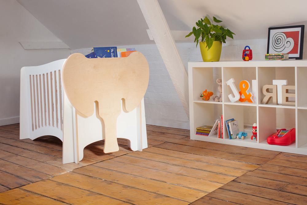 Jumbo - The cot / with bookshelf