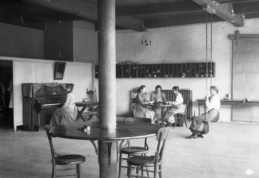 Photo: Louis Bostwick, Recreation room at the Bemis Bag Company, 1916. Courtesy of The Durham Museum photo archive's Bostwick-Frohardt/KMTV collection.