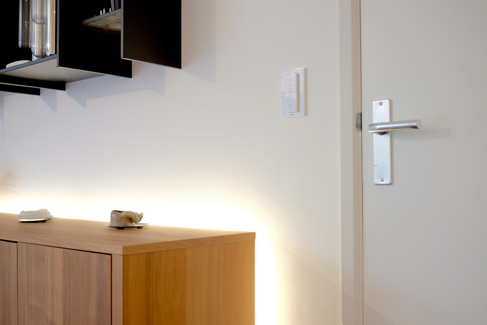 Hue dimmer switch installed in a spot without any legacy switch - Photograph Philippe Regnier