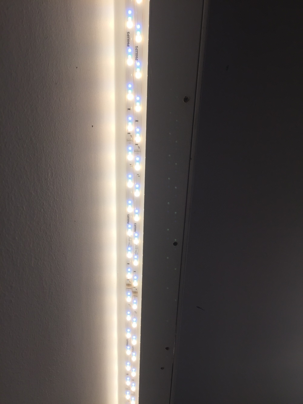 Lightstrip position 3: Visible LEDs