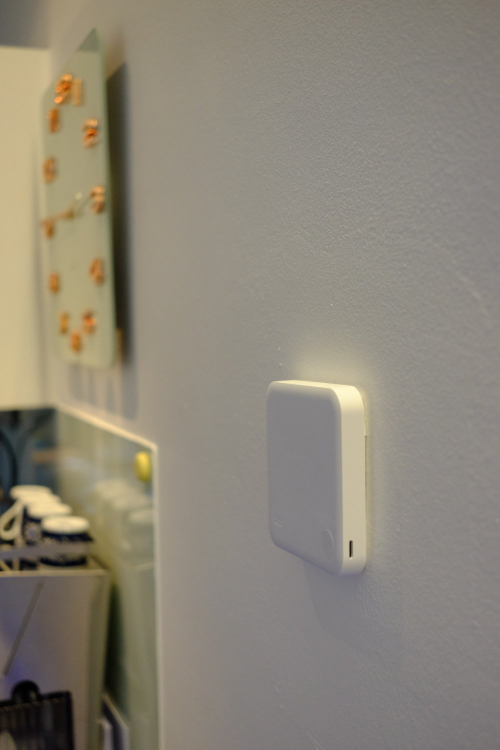 The Tado Thermostat disappears on the wall - Photograph Philippe Regnier
