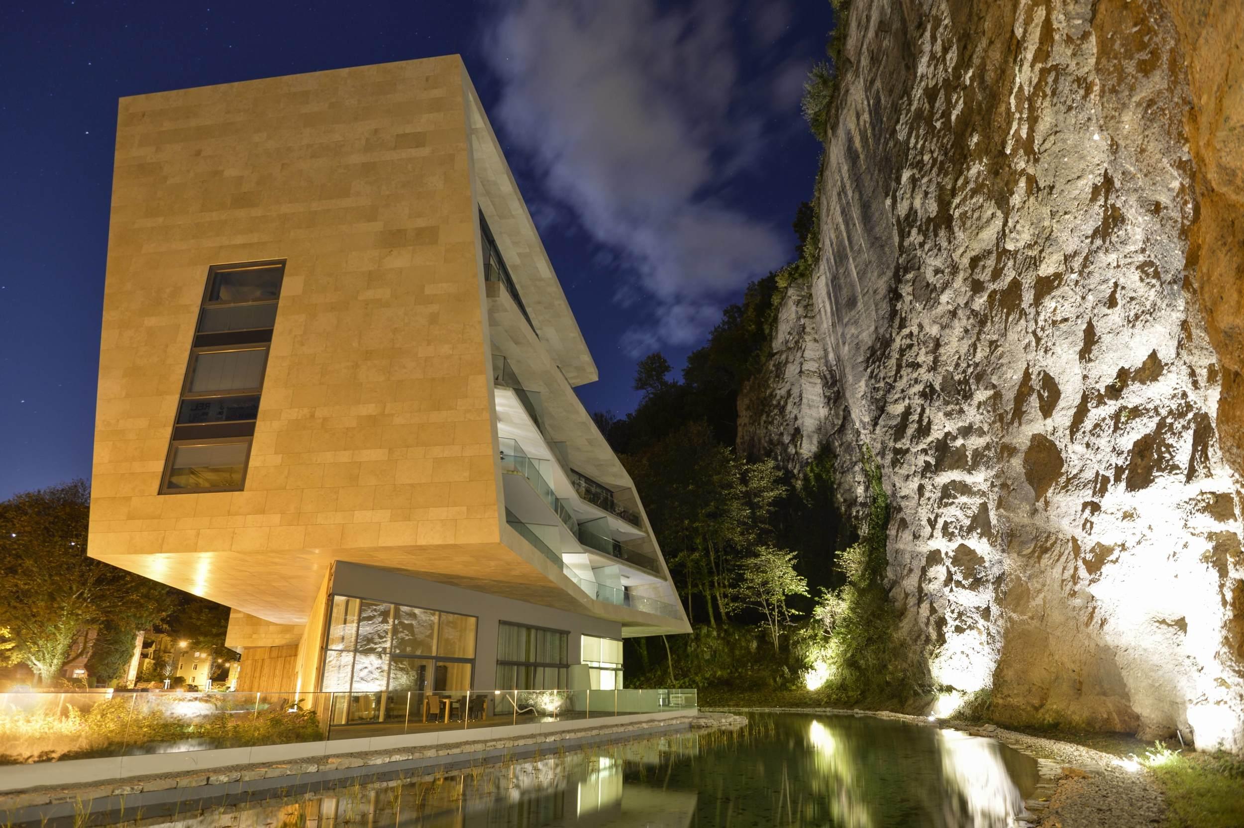 Hariri & Hariri Sternbrauerei Salzburg Building B : Nightshot copy.jpg