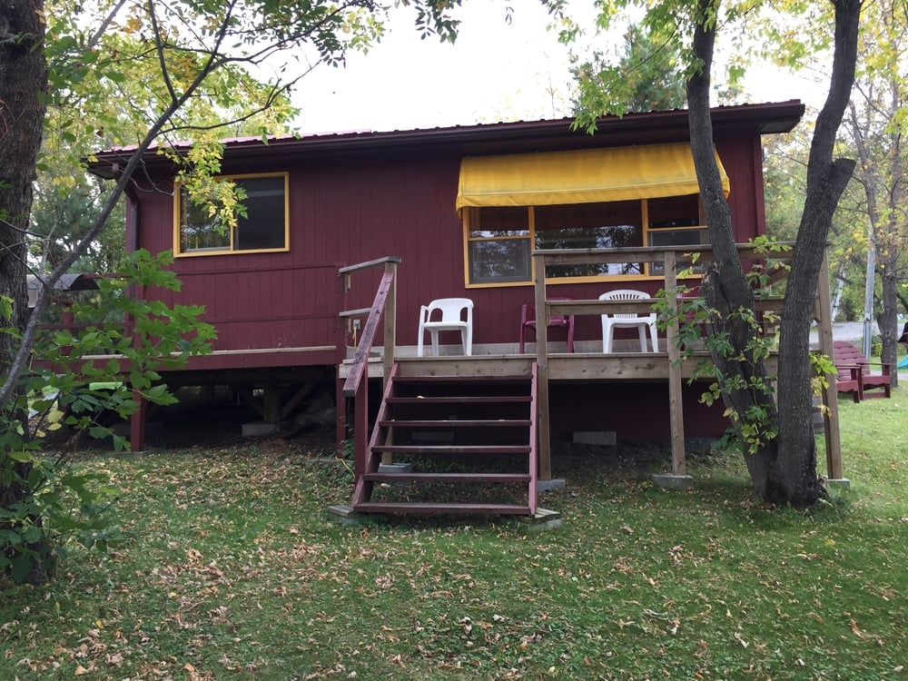 Cabin 9    Sleeps 4   |   2 BDRM + 1 BTHRM
