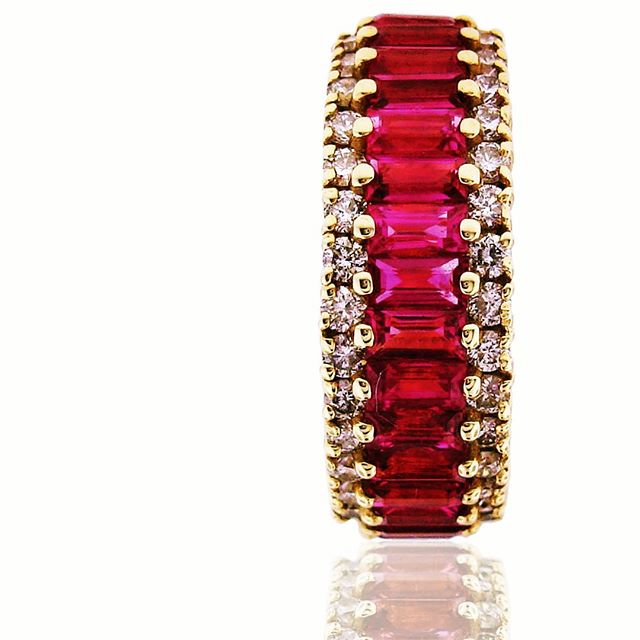 A classic but still sexy, 14k gold and ruby.  And finger will love this #showyourfingersomelove #fingerporn #jisexchange #jcklasvegas #jck #goldring #rubyring #jewelrypie #aash