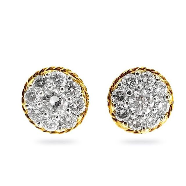 #diamondhalo #diamondstuds #earrings #diamondearrings