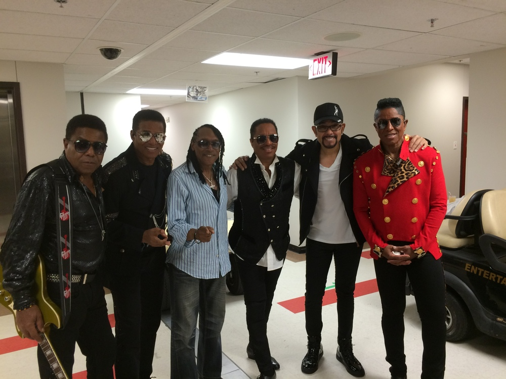 JACKSONS_AND_COMMODORES_BACKSTAGE_AFTER_THEIR_SHOW_ST_SEPT_19TH_2015.JPG