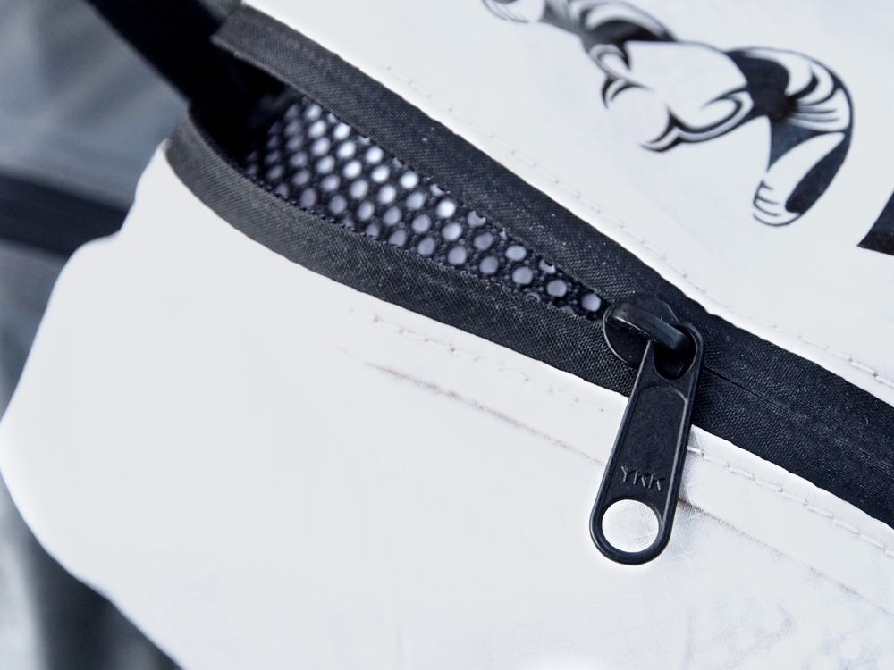 A weatherproof zipper will protect the contents of the bag.